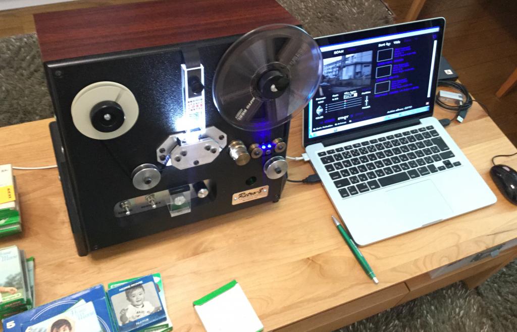 レンタルしたレトロ8で8ミリフィルムを変換している写真